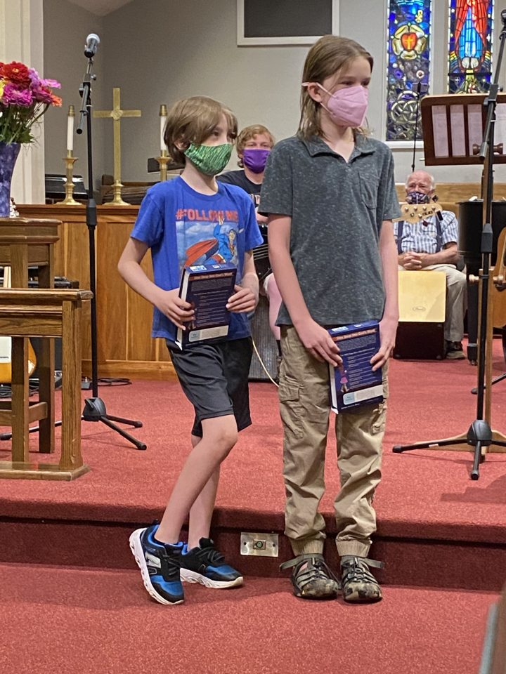 4th graders receive Bibles